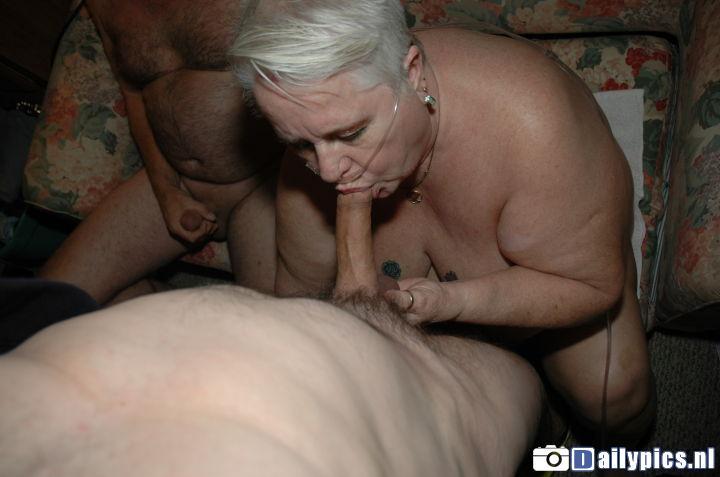 image Oma pijpt haar man voor de eerste keer op film
